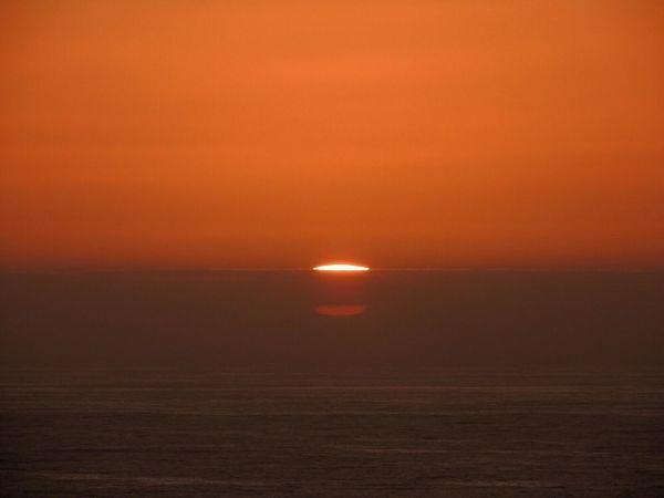 Sunset Sundown...♥ When The Sun Goes Down..♥ Sunset Collection Sunset And Sea Sun Through The Clouds Sun Reflection Enjoying The Sunset Sunsetphotographs Orange Sunset Horizon Over Sea Beautiful Sunset In My City Reñaca Beach , Chile