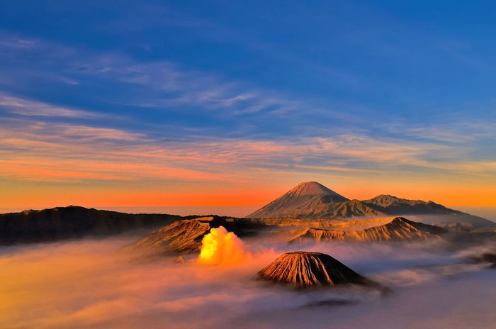 This bromo mountain in indonesia @jpg 2 sunset in bromo, real no effect! 😊 Montain Collection Explorebandung Adventure Time World Traveller Explore Indonesia Mountain My Trip My Adventure Explore Explore Everything My Adventure Explore The World Explore Nature First Eyeem Photo Adventure Moment Outdoors Sunset Bromo Mountain Indonesia