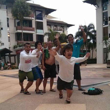 Bye2 phi phi island