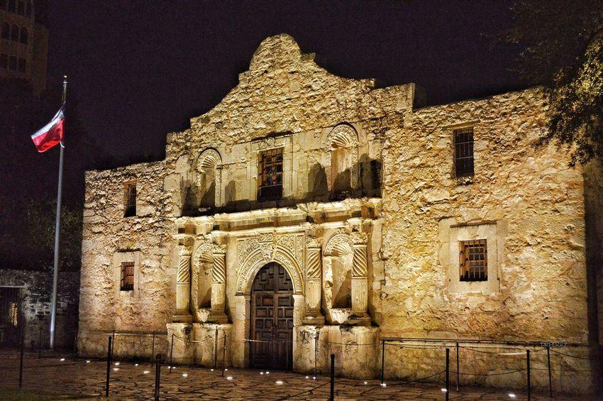 """Remembering the Alamo, Once Again"" - Misión San Antonio de Valero - San Antonio, Texas Texas Alamo Thealamo Photobydperry Architecture Built Structure Building Exterior Night Flag Low Angle View Patriotism No People Outdoors History Travel Destinations Texas Revolution Symboloffreedom Symbol Of Freedom Battle"