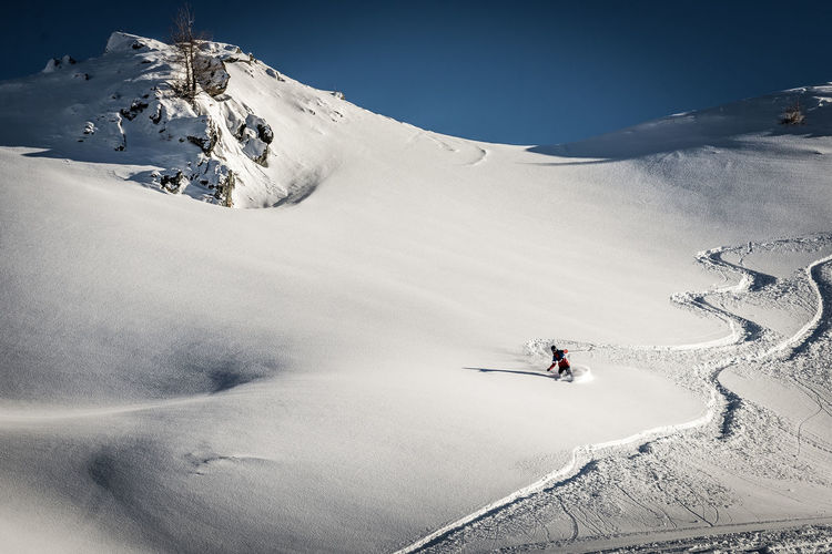 Cold Temperature Snow Winter Sport Mountain Winter Sport Adventure Skiing Leisure Activity Scenics - Nature Real People Unrecognizable Person Beauty In Nature Holiday Vacations Trip Environment Snowcapped Mountain Mountain Range Ski Holiday Freedom Outdoors