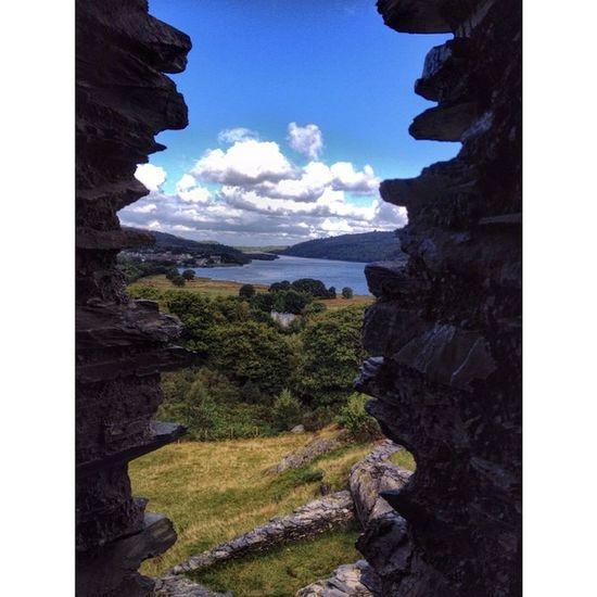 Dolbadarn castle... Llanberis Wales Dolbadarncastle Ruins derelicthistoricbuildingshistoryfiftyshades_of_historylandscapeloves_16x9naturecapturingbritainloves_united_kingdomig_britishislesiphonographyiphoneonly