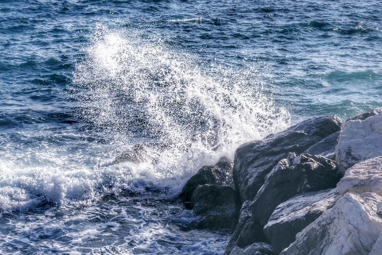 Sea Water Motion Rock Wave Beauty In Nature Rock - Object Solid No People Nature Power Power In Nature Day Splashing Sport Waterfront Rock Formation Outdoors Hitting Breaking Mare Onda Scogliera