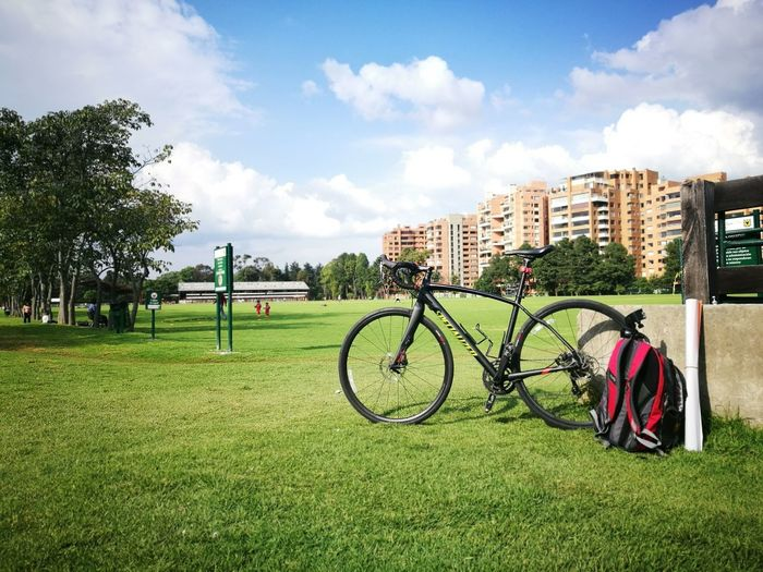 Cycling Around Pedal Grass Park - Man Made Space Outdoors Pedalling Divergea1 Pedal Power Spwcialized Bogotá P9 P9 Huawei