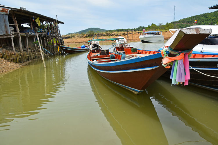 Sea longtail fisherman's boats and house next to bay Ang Thong National Marine Park Angthong Boat Boats Ethnic Fisherman Boat Fishermanvillage Fishermen Boat Fishermenvillage House Hut Local Longtailboat Spotted In Thailand Thai Thailand Traditional Village