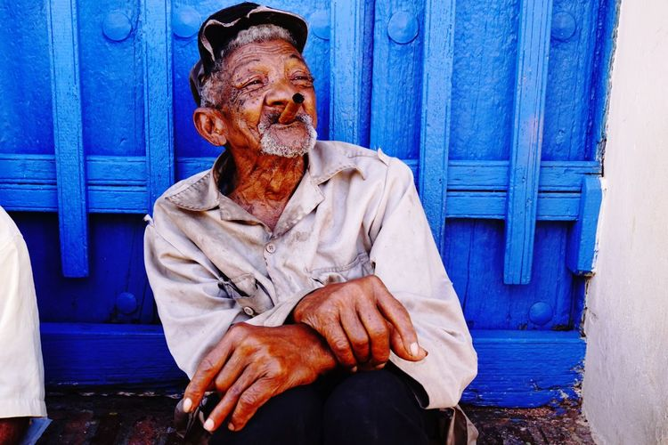Life #travel #smoking #cigar #tobacco #cubanman #oldman #oldmanportrait #cuban #portraitphotography One Person Blue Real People Front View Three Quarter Length Lifestyles Men Portrait Senior Adult EyeEmNewHere Adventures In The City