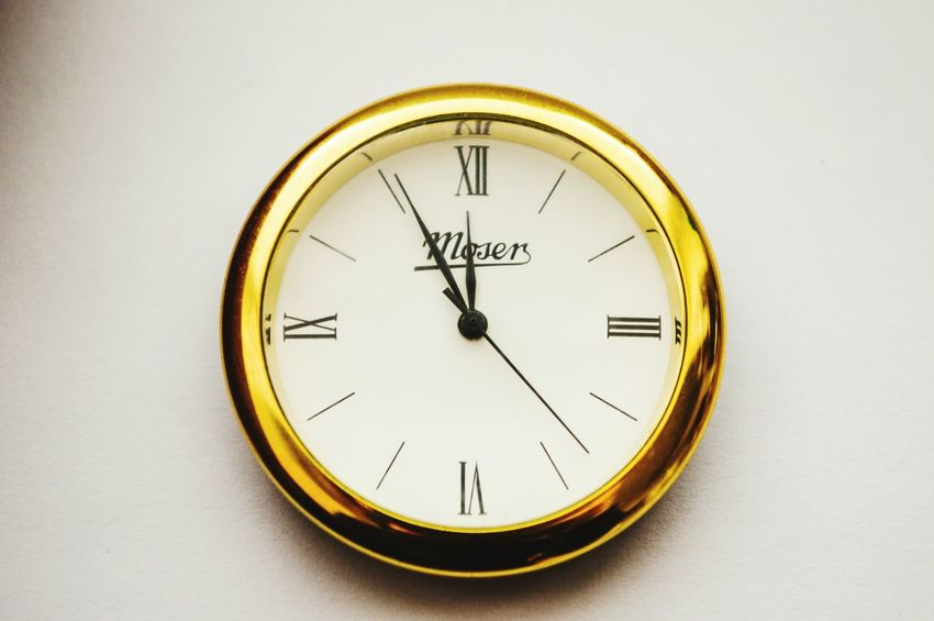 It's time Time Clock Clock Face Urgency Minute Hand Single Object Hour Hand Instrument Of Time Gold Gold Colored Minimal Simplicity Number Roman Numeral Close-up White Background Detail Still Life Fresh On Eyeem  Open Edit Lieblingsteil 10