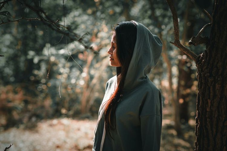 Only Women Adult One Woman Only Adults Only One Person People Women Standing Forest Outdoors Day Beauty Smiling Young Women Nature One Young Woman Only Young Adult EyeEm Selects Lightandshadow Portrait Nature Beautiful People Headshot 85mm 1.8g