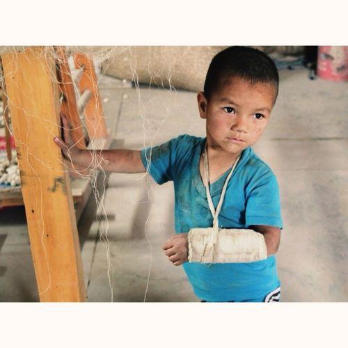 A kid is growing up at Etles factory Hoten Etles Uighur