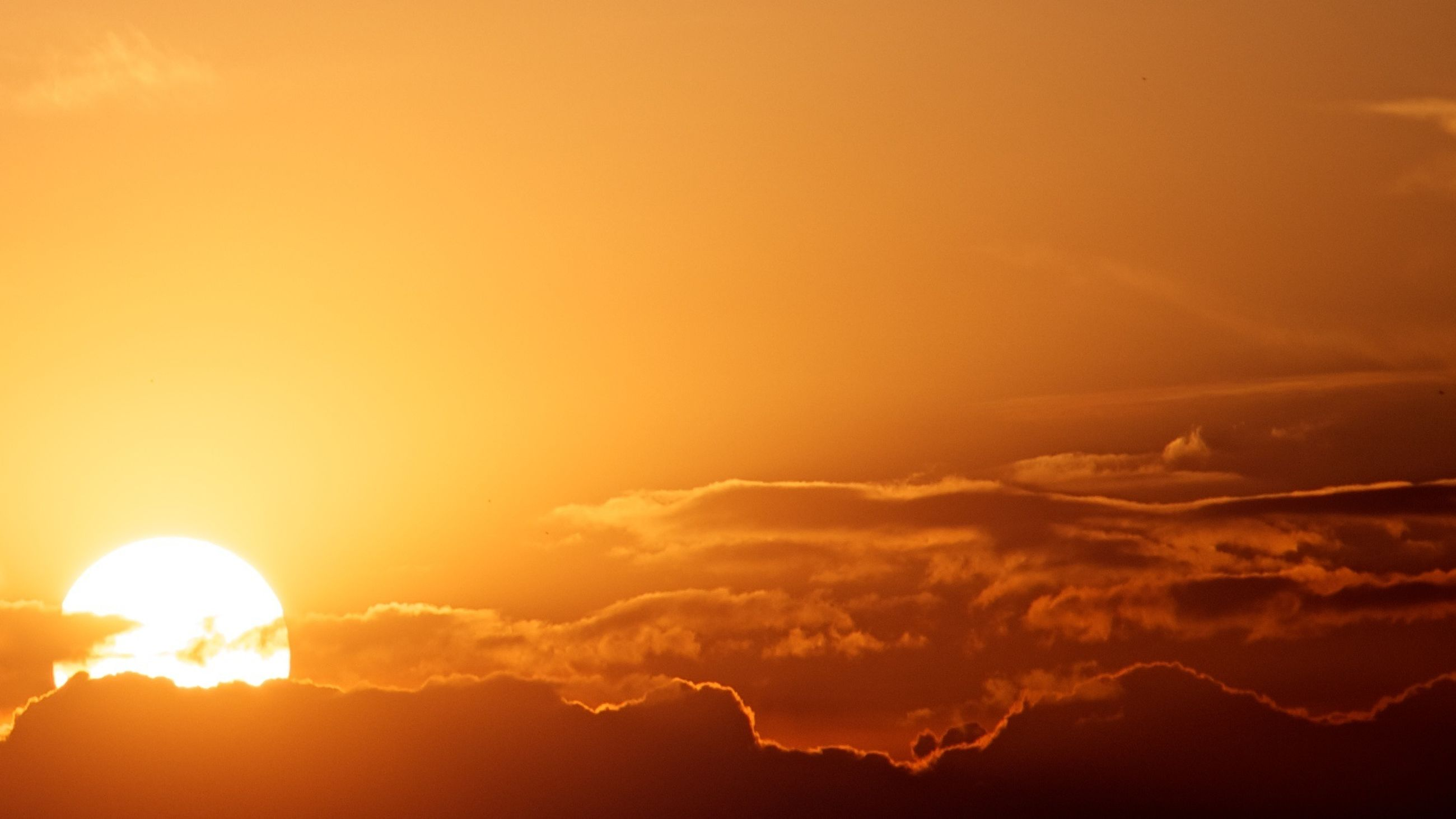 sunset, orange color, sun, scenics, sky, beauty in nature, tranquil scene, tranquility, silhouette, idyllic, cloud - sky, nature, majestic, sunlight, cloud, sunbeam, dramatic sky, low angle view, cloudscape, outdoors