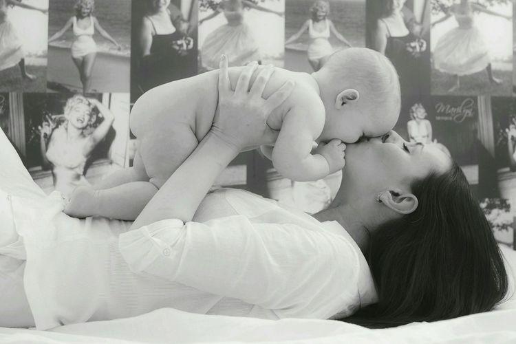 Snapshots Of Life B&w Photography B&W Portrait Enjoying Life Mothering Child Happy Moments Happy Love RePicture Motherhood