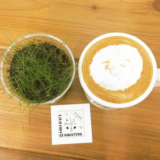 """Coffee Cafe Instacoffee Cafelife Caffeine Coffeeaddict Coffeegram Coffeeoftheday Cotd Coffeelover Coffeelovers Coffeeholic Coffiecup Coffeelove Coffeemug Coffeeholic Coffeelife Lilocoffee 大阪 Liloは水曜日 * ソイラテ をオーダー☺ 今まで色んなお店で、牛乳の方のラテ間違って出てきたらどうしようって思ってたけど……😅🌀 これは間違いないね🙆 だって """"そい""""って書いてある * I ordered Soylatte☺ Whenever I order Soylatte, I anxious about it's truly soy😅🌀 But that's OK🙆 That's written """"Soy"""" in Japanese by latte art LOL *"""