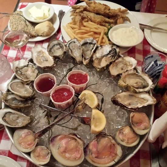 Lunch @ Grand Central Oyster Bar & Restaurant New York. Oyster, clams and soft shell crab with Frensh fries. Frenchfries Clams Clam Softshellcrab softshell crab oyster oysterbar bar newyork manhattan eating drinking yummy