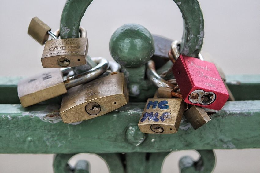 I think I have lost the keys. Taking Photos Check This Out Enjoying Life Padlock's Bridge Keys Locked Together Until Rust Tear Us Apart Close-up First Eyeem Photo Travel Photography Eye4photography  Popular Photos EyeEm Gallery Traveling Key Locked Up Mystery Chain Bridge Changing The World Arches Bridge