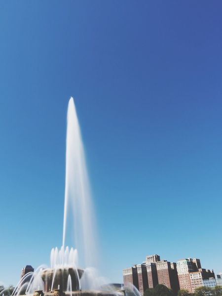 Buckingham Fountain Soaking Up The Sun Escaping Fountain