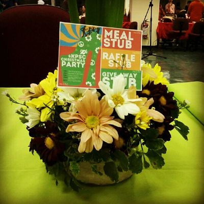 Kagesa Stub Christmas Party flower table