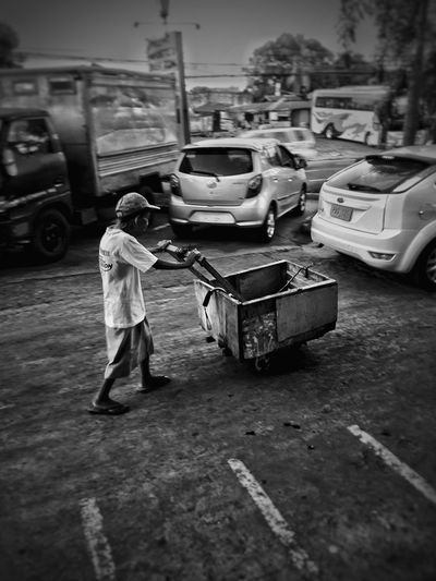 Street People One Person Occupation Adult Struggle For Existence Black And White Photography Striveforbetter Working Outdoors Real Life Real People EyeEmNewHere