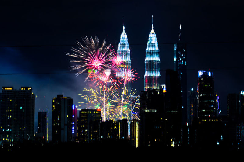 New Year's Eve 2019 : Stunning fireworks as Kuala Lumpur, Malaysia welcomes New Year 2019. Malaysia KLCC Twin Towers Klcc Kuala Lumpur Malaysia New Year Eve 2019 Firework Display