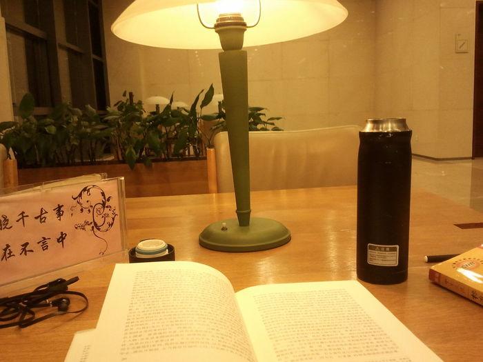 很温馨的感觉,很享受读书的感觉。地点:市民中心.杭州图书馆 讀書 圖書館 溫馨 文藝