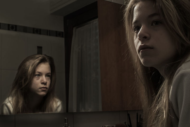Headshot Young Women One Woman Only Reflection People Indoors  Creepy Portrait One Person EyeEmNewHere