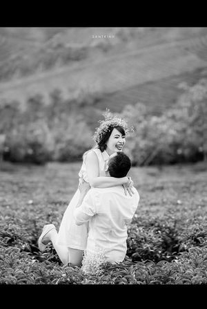 Love In The Air Happiness Smile Love Enjoying Life Vietnamese Prewedding Wedding Photography Capturing Movement Black And White
