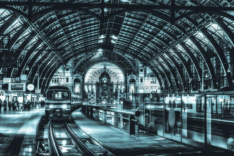 Bahnhofshalle Antwerpen. Antwerpen Blackandwhite Railway EyeEm Best Shots - Black + White Centraal Station