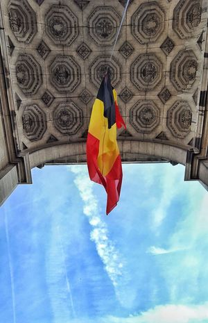 Adapted To The City Architecture Belgium Brussels Built Structure Flag Low Angle View No People Outdoors Parc Du Cinquantenaire Point Of View Sky Travel Destinations