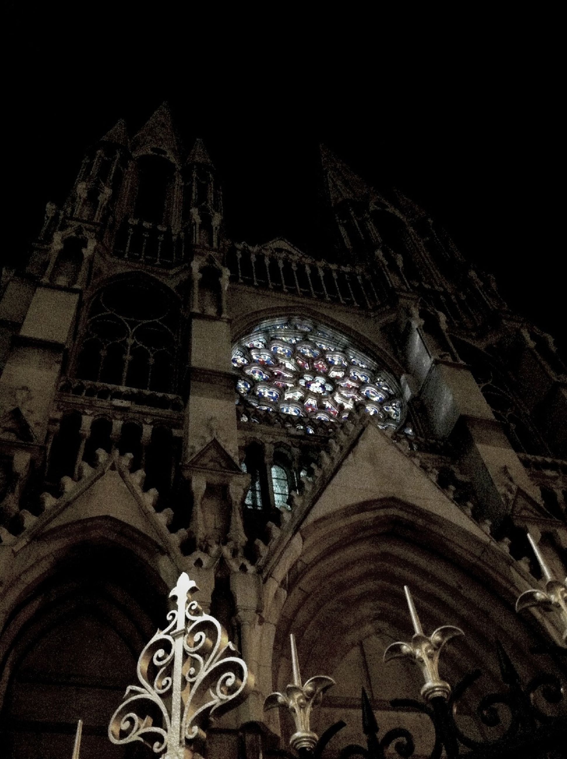 architecture, built structure, religion, place of worship, famous place, building exterior, spirituality, travel destinations, low angle view, history, arch, tourism, church, night, international landmark, travel, cathedral, clear sky