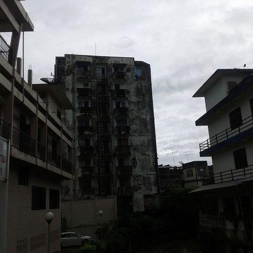 เมื่อสายฝนจาง... เกี่ยวไรกับตึกนี้ว่ะ