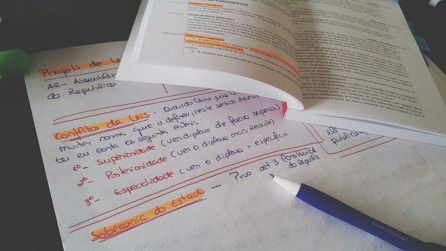 Studying Direito Exame Faculdade