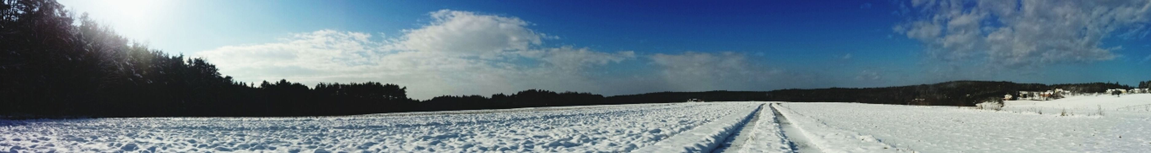 Panorama von Landschaft Feld Snow