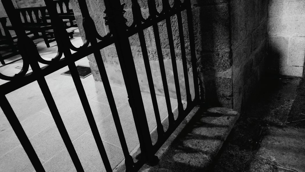 Rays Of Light Blackandwhite Blancoynegro Blanco Y Negro Black & White Black And White Grid Grids Monocrome Monochrome Light And Shadow Church Lugo, Galicia, Spain Galicia Galicia, Spain Lugo Ray Of Light Catedral
