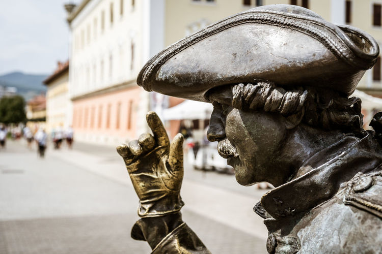 Portrait of a statue Statue Statues Statues And Monuments Statue In The City Statues/sculptures Architecture Built Structure Building Exterior Focus On Foreground Sculpture Day Representation Human Representation Art And Craft Outdoors Creativity Close-up City The Past History Portrait Medieval Glove Uniform Hat