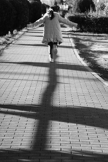 Blackandwhite 道 Tokyo 一年も…十年も… Japan Saitama Monochrome Portrait Child 今日 という日の 連続 光と陰 EyeEmJapan Tiamo Love 祈り Children Saitama , Japan