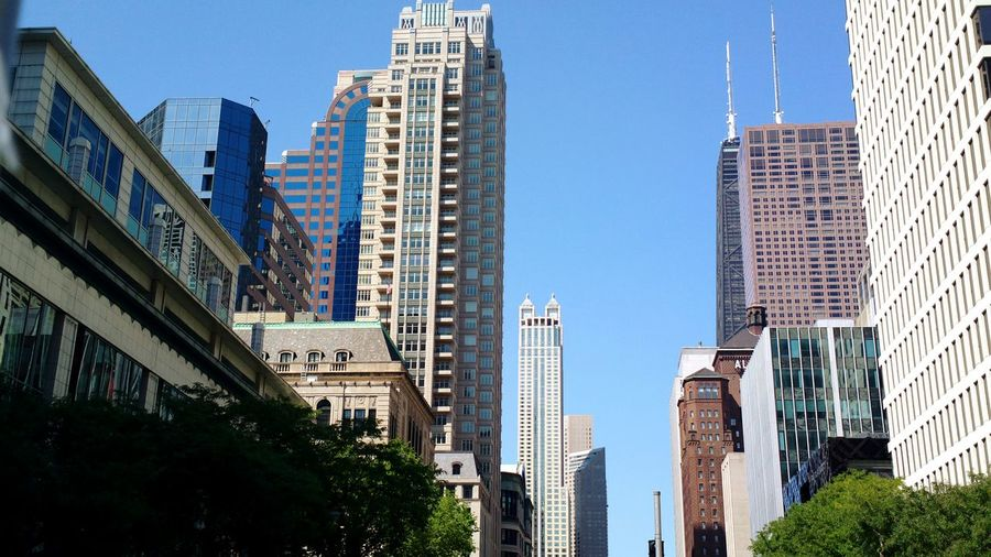 Another beautiful day here in chicago.... Hidden Gems  Summer Views Chicago Illinois Coolshots Views Shoottokill Things I See Capturing Life Capture The Moment Lifestyle Photography Downtown Chicago Chicagoshots Chicago Architecture Chicago ♥ Chicago Downtown Chicagoprimeshots Cleanshot Buildings Buildings & Sky The Architect - 2017 EyeEm Awards