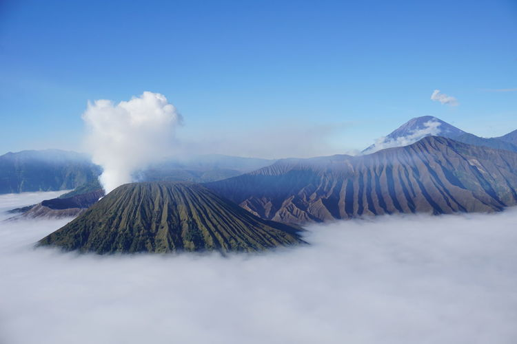 bromo EyeEm Selects Mountain Cloud - Sky No People Nature Fog Outdoors Beauty In Nature Tree Sky Scenics Day