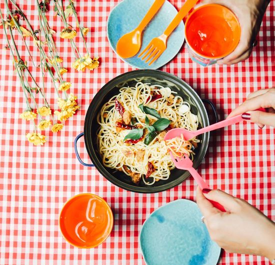 Spaghetti Ready-to-eat Human Hand Healthy Eating Indoors  People Italian Food Lunch Meal Sharing  Dinner Gourmet Tasty Top View Colorful Plate Plastic Picnic Fun Authentic Moments Food And Drink Tablecloth Pasta Equipment Kitchen Utensils