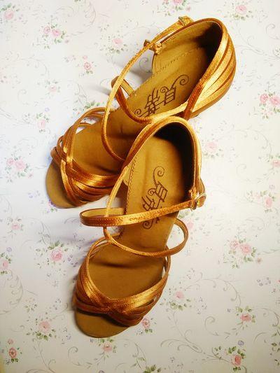 Golden Light Trails Bling Bling 💙💎💍 Gorgeous Light High Heels Beautiful ♥ I Love It ❤ Fabulous ♥ Bling Bling ♥ Mavelous Shoes ♥ Latinguy ❤️👌🏻