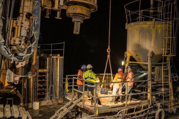 Collected Community Construction Concreting Bridge Machine Bg40 Bauer Sea Nightphotography Dark
