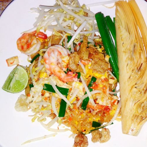 Pad-Thai, top views Food Freshness Healthy Eating Ready-to-eat Food And Drink Sweet Close-up No People Food Styling Si Racha Shrimps Noodels Yummy♡ Lemon Shrimps! 🍝 Meal Serving Size Thai Foods Thai Cuisine Thailand Padthai Freshness Food And Drink Nice