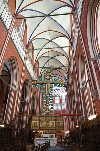 Münster Bad Doberan innen Münster Bad Doberan Innenansicht Kirchenschiff Built Structure Architecture Belief Place Of Worship Religion Spirituality Building Indoors  Arch No People Pew Ceiling Day Glass - Material Low Angle View Architectural Column Glass Architecture And Art Aisle Ornate