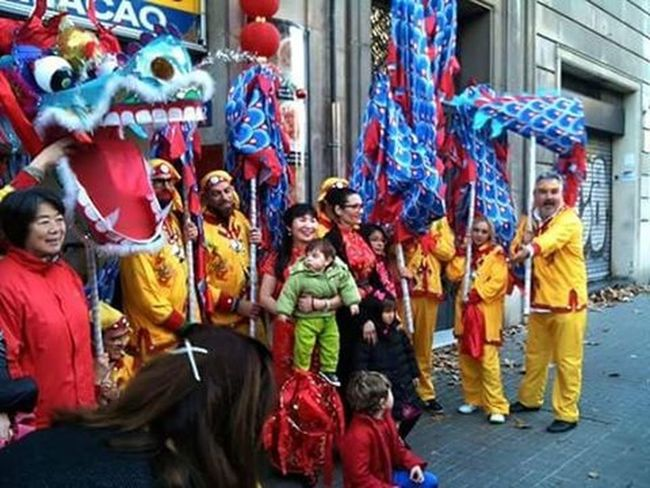 The 8 February is celebrated the Chinese New Year 2016 a date that this time marks the beginning of the Year Of The Monkey And The Chinese Community In Barcelona (and worldwide) will receive the 'Spring Festival'a big hug to my friend Jack Alberdi and his family