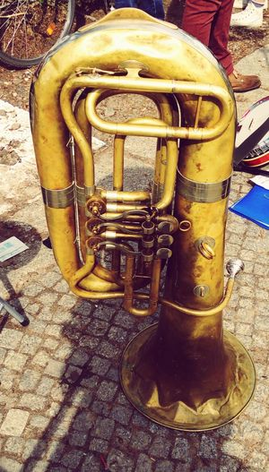 No People StillLifePhotography Urban Geometry Outdoor Activities Real Photography Music Musikinstrumente Strassenmusik Streetmusic Blasinstrument Tuba Old But Awesome Yellow Close-up