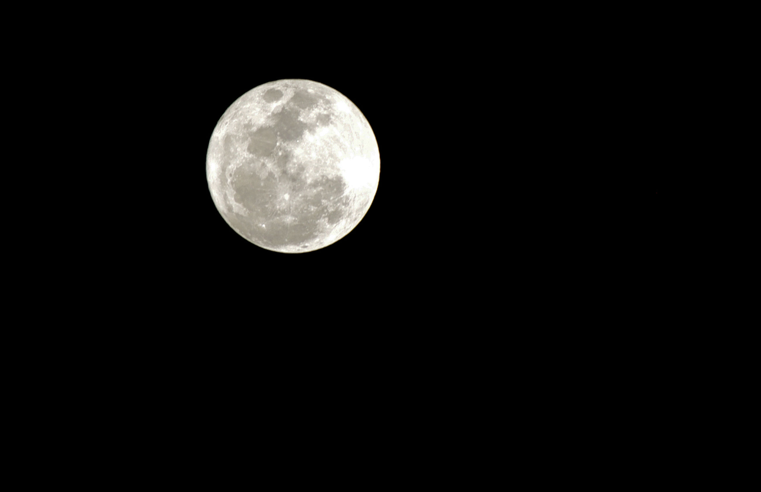 moon, nature, full moon, low angle view, moon surface, night, astronomy, tranquility, clear sky, scenics, sky, beauty in nature, no people, black background, space, planetary moon, outdoors