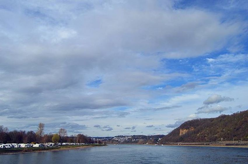 Слияние Рейна и Мозеля Sky Clouds Rhein Mosel River Deutscheseck Spring Springingermany Koblenz Rheinlandpfalz Travel Travel_2_germany Traveltheworld Explorenewplaces Explore City Travelgram Instatravel