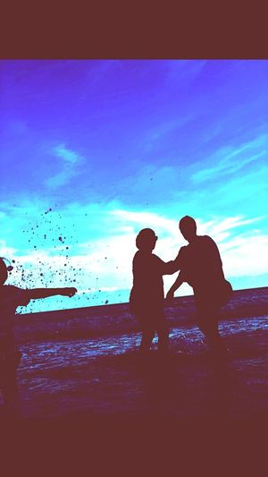 Catch the moment Silhouette Land Two People Water Sea Real People EyeEmNewHere Beach Nature Standing Togetherness Auto Post Production Filter Positive Emotion Women Childhood Child Leisure Activity Lifestyles Men People Sky