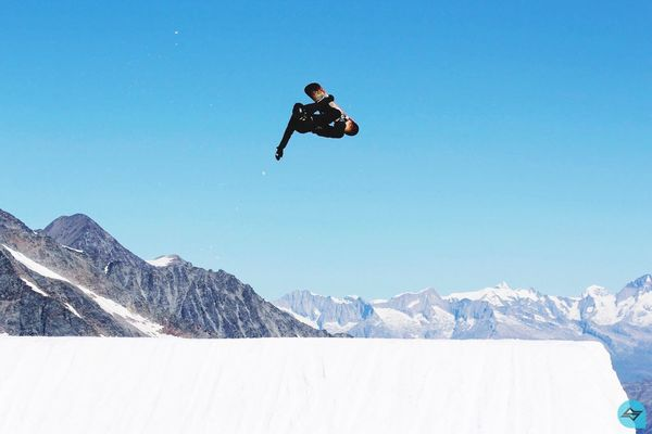 People And Places Winter Cold Temperature Snow Season  Mountain Scenics Leisure Activity Weather Tranquil Scene Clear Sky Vacations Beauty In Nature Nature Tranquility Non-urban Scene Lifestyles Enjoyment Mountain Range Sport Blue Dcsnowboarding Quiksilver Snowboarding Saasfee