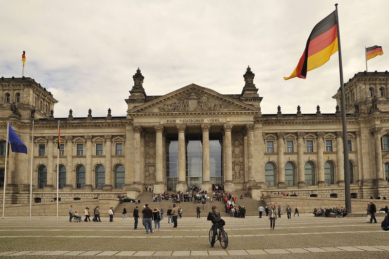 Berlin Berlino Germany Outdoors People Daylight ReichstagBuilding Reichstag Building Berlin Reichstag Square Flags