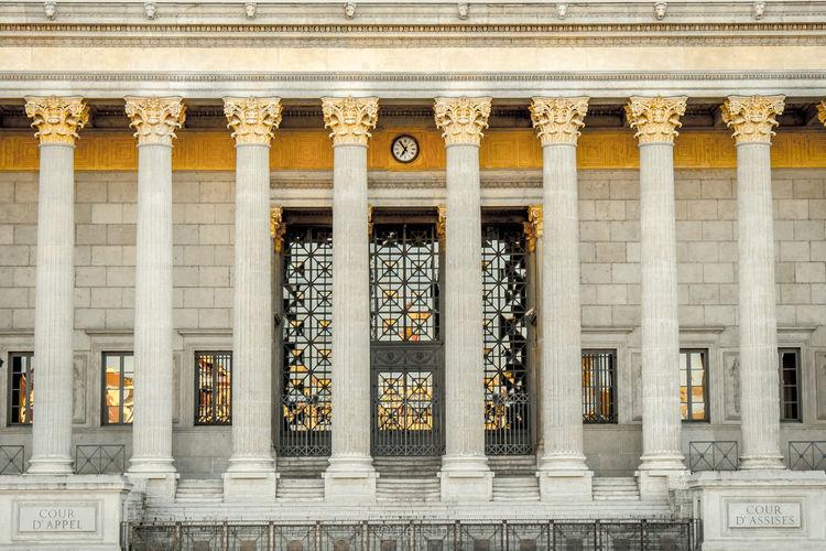 Les 24 colonnes 24 Colonnes Architectural Column Architecture Building Exterior Built Structure Colonnes Column Famous Place Geometry Historic Justice Lyon Lyon France Palais Palais De Justice Symmetry