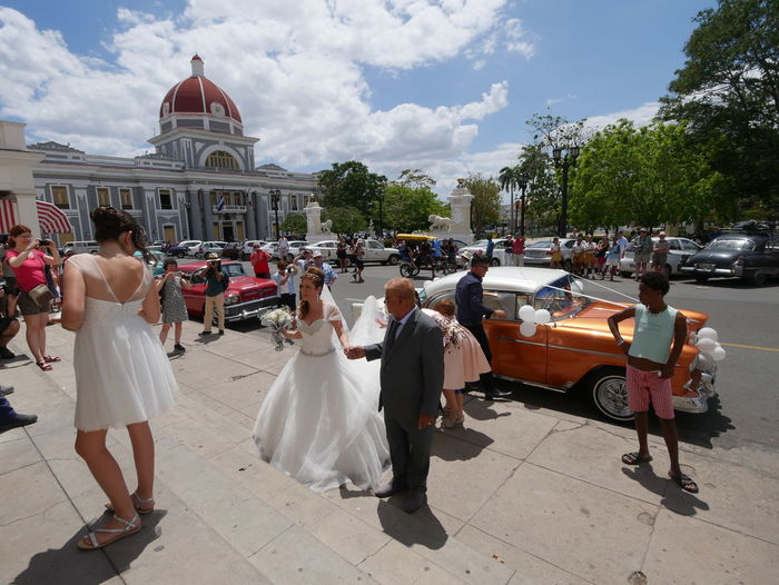 Bridal arrival at church in the main plaza in Cienfuegos, Cuba. Check This Out Enjoying Life Old Cars Cienfuegos, Cuba Cuba Collection Wedding Weddings Around The World Panasonic Lumix Lumixlounge G7 Celebrations Up Close Street Photography Street Photography Streetphotography Vacation Travel Photography Travel The Street Photographer - 2016 EyeEm Awards Mein Automoment Meinautomoment Hidden Gems